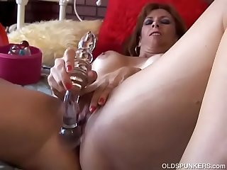 Super sexy old spunker fucks her soaking wet pussy until she cums