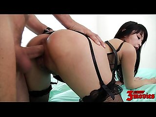 Teen asian knows hot to suck