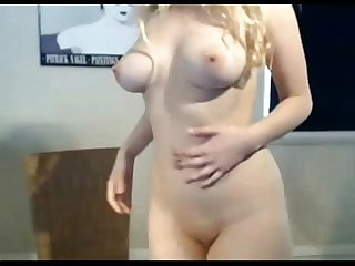 Babe on cam plays with dildo live on sexyroulete tk