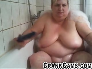 Roommate records herself in the bathtub crankcams com
