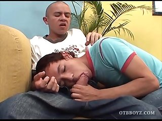 Young latinos mauricio and leandro fuck bareback