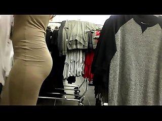 Asiatica que atiende en las galerias de ropa bajalo en pdi2 period net sol w6