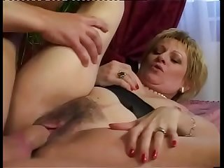 A wealthy lady wants to fuck right away hot milf
