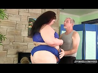 Fat ass Juicy Jazmynne gets a sexual massage
