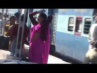 HOT Navel Show of Pink-Saree Lady at Station