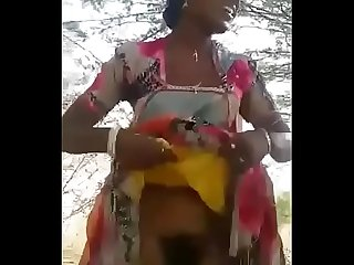 Desi bhabi pussy n boobs showing in forest freehdx com