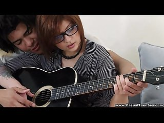Hermosa teen nerd Cogida por su maestro de guitarra brasileo