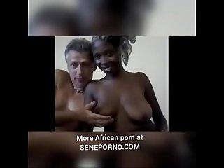 Un toubab pervers avec une negresse