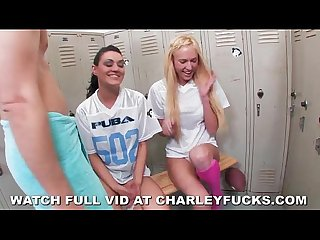Lucky guy gets a double blow job from super hot chicks
