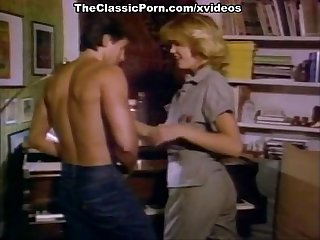 Christy Canyon, Bunny Bleu, Blondi in vintage sex movie