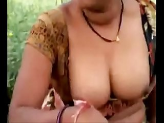Vid 20150916 pv0001 vijayawada iap telugu 43 yrs old married housewife Aunty mythili showing her boo