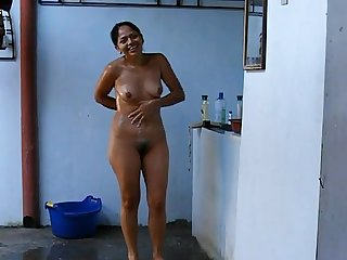Hot aunty captured nude while bathing
