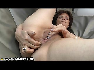 Experienced mature lady loves to finger