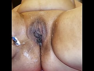 Colombian milf paid me to shave her pussy for her.