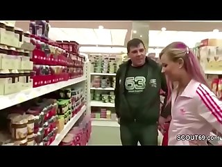 Im supermarkt erkannt und auf dem wc heimlich gefickt