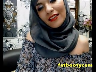 Arab milf with amazing ass excl omg fatbootycams period com
