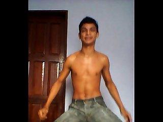 Boy Novinho se exibindo no funk
