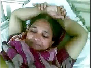 Mature indian maid showing her choot for licking to lover mms