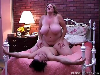 Beautiful mature bbw loves to fuck