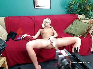 Blonde amateur babe webcam sex machine