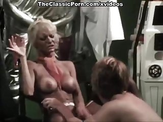Juliet anderson lisa de leeuw little oral annie in Vintage fuck site