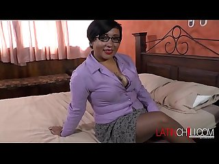 latinchili Nice et Ronde mature cul strip-tease
