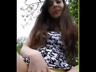Teen Shows Her Big Pussy Lips In The Park
