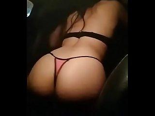 Cumpliendo reto fantasia en uber taxi masturbandome mientras el me graba en su auto colegialaz com