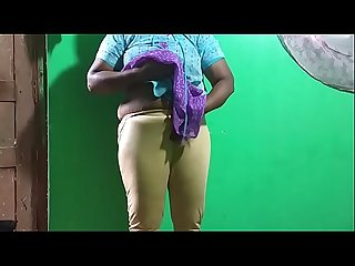 Horny Desi indian Tamil telugu Kannada malayalam hindi vanitha showing big boobs and shaved pussy le
