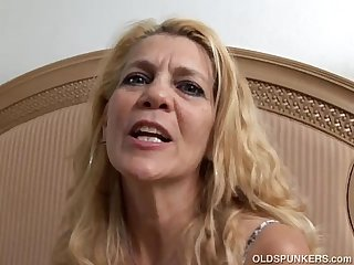 Lovely older lady lies back and fucks her juicy pussy for you