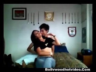 Desi college lovers Priya and sanju homemade fucking