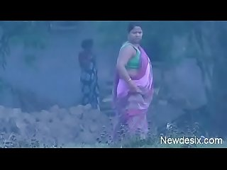 desi aunty outdoor open piss ass capture