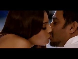 Bipasha basu hot kissing scenes