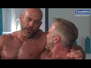 Muscle Bear daddies have some fun