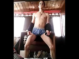 Amigo bailando Rico