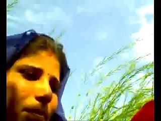 Hot n sexy Bhabhi wid bf in khet Scandal wid audio 6 mins