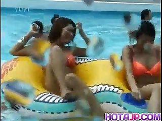 Mai Sakurai and babes are touched at pool
