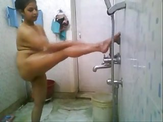 Indian girl self record her bathing for BF