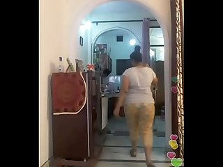 Hot desi indian bhabi shaking her sexi ass &boobs on bigo live...1